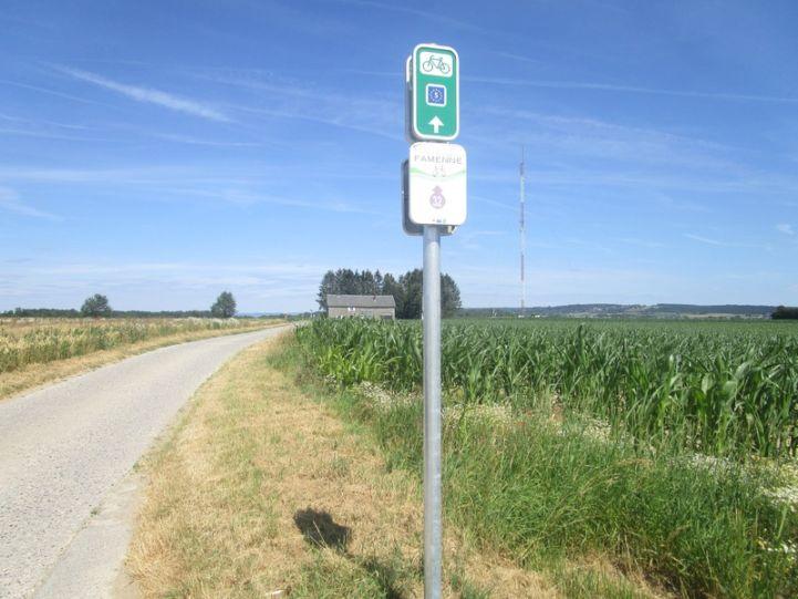 Signage on the EV5.JPG