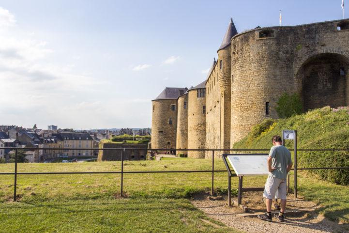 EuroVelo 19, Schloss von Sedan, Frankreich © Laetis