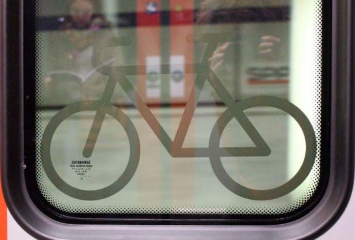 Radpiktogramm am Fenster des Cityjet_Radlobby.jpg